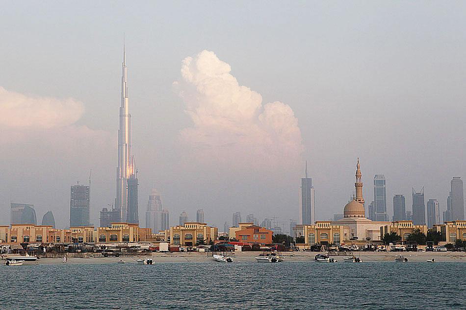 Burj Khalifa - Widok z Zatoki Perskiej, lokalnie zwanej Zatoką Arabską.