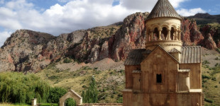 Noravank-Monastery-01