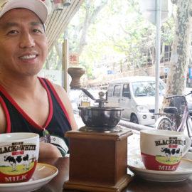 Mocna herbata mleczna zastępuje doskonale kawę podczas podróży po Chinach.