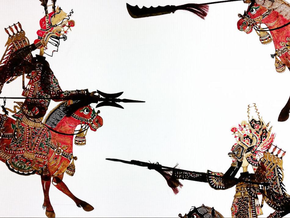 Bohaterowie teatru cieni -- część ekspozycji w Chińskim Pałacu Sztuki.